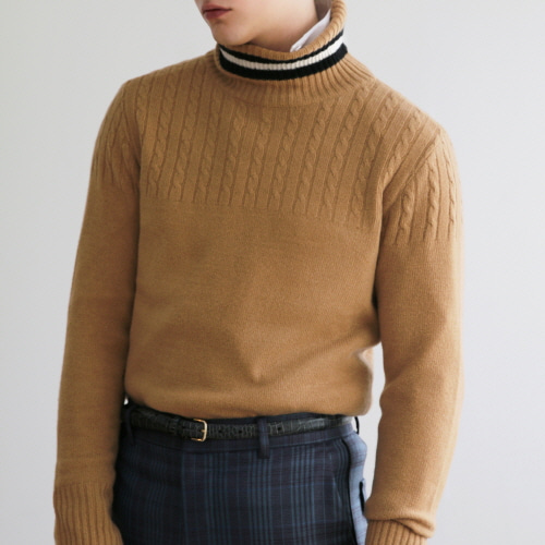 Camel Black & White Point Line Cable Pattern Turtleneck