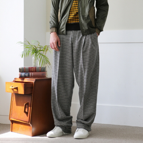 Hound's Tooth Checked Two-Tucked Wide Trousers