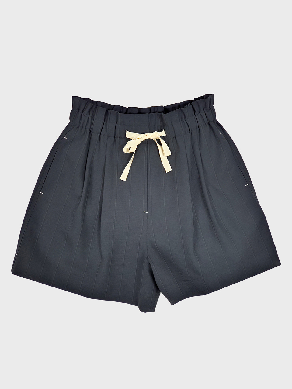 [MUNN] Charcoal Wool Sting Short